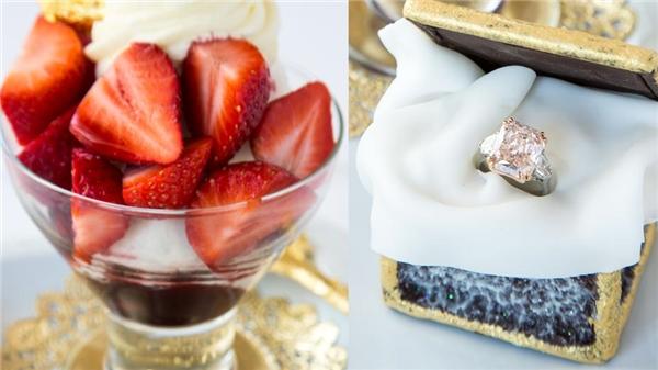 Món kem dâu tây thượng hạng cùng chiếc nhẫn kim cương hồng đắt tiềnthực sựlà một lời cầu hôn ngọt ngào và xa xỉ mà bất cứ cô gái nào cũng không thể chối từ.