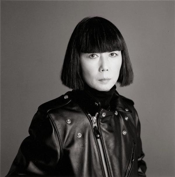 Nhà thiết kế người NhậtRei Kawabukolà chủ đề chính của Met Gala năm nay.