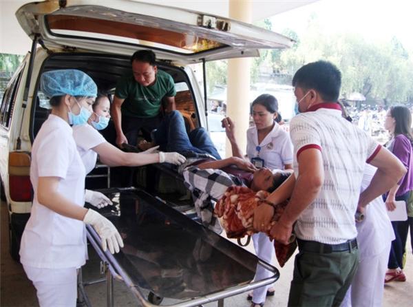 Tai nạn thảm khốc ở Gia Lai, nạn nhân tử vong la liệt đầy đường