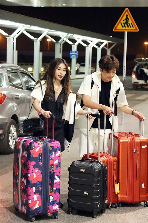Ngô Kiến Huy và bạn gái mang theo rất nhiều hành lý - Tin sao Viet - Tin tuc sao Viet - Scandal sao Viet - Tin tuc cua Sao - Tin cua Sao