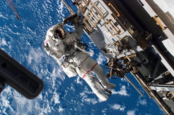 Các phi hành gia có thể cao thêm tới 3% trong môi trường lơ lửng của vũ trụ.