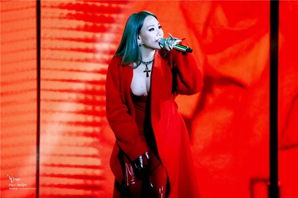 """CL khiến fan """"sốc tận óc"""" với màn trình diễn siêu sexy của mình"""