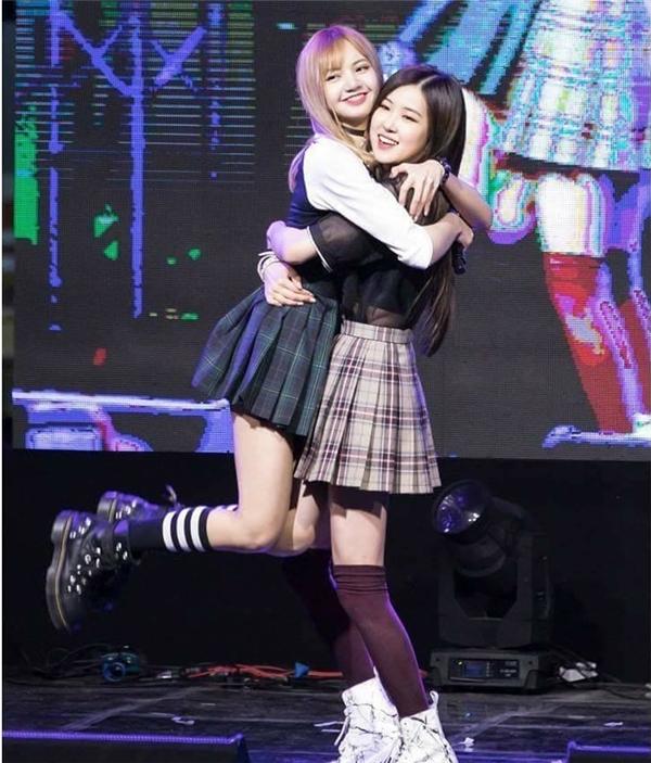 Lisa và Rose (Black Pink) đôi bạn