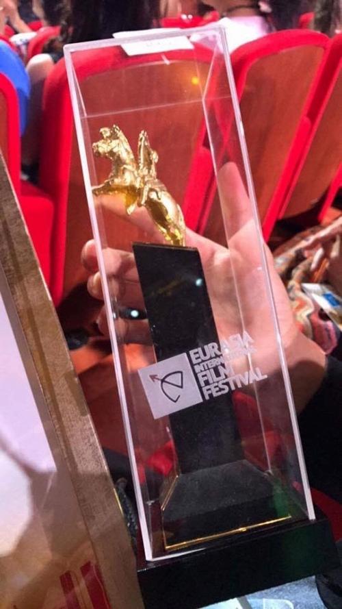 Đạo diễn Hồng Ánh nhận được giải thưởng đặc biệt tại Liên hoan phim Á Âu - Tin sao Viet - Tin tuc sao Viet - Scandal sao Viet - Tin tuc cua Sao - Tin cua Sao