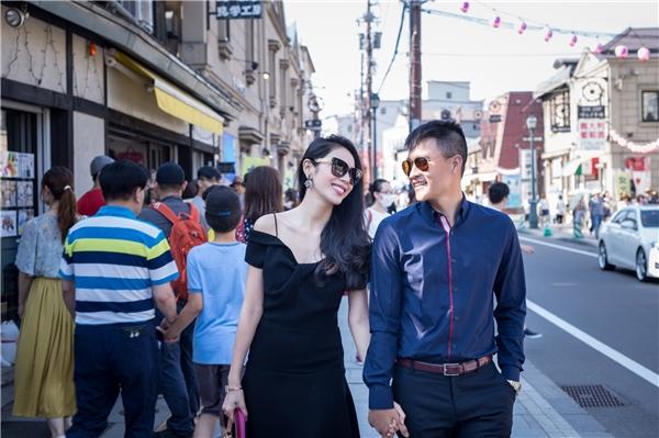 Thủy Tiên-Công Vinh nắm tay nhau trên đường phố Nhật Bản. - Tin sao Viet - Tin tuc sao Viet - Scandal sao Viet - Tin tuc cua Sao - Tin cua Sao