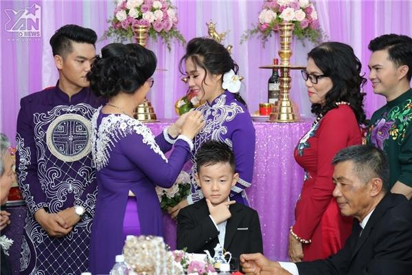 Bé Cà Pháo quấn quýt Lê Phương và Trung Kiên không rời trong lễ cưới - Tin sao Viet - Tin tuc sao Viet - Scandal sao Viet - Tin tuc cua Sao - Tin cua Sao