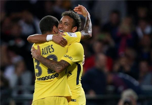 Neymar đang trở thành trái tim trong lối chơi củaPSG.