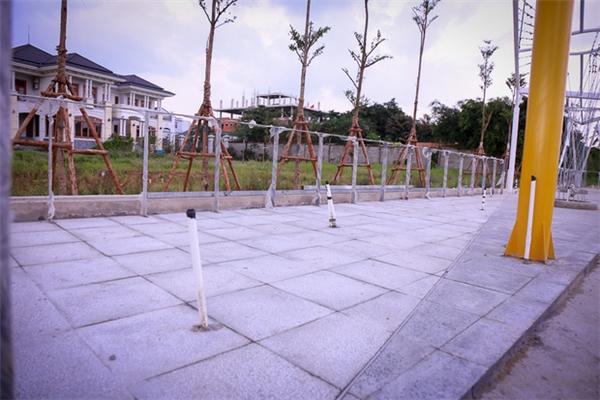 Được biết bến cuối của tuyến này được xây dựng vào đầu tháng 6.  Khu vực đón trả khách của bến Linh Đông.  Các biển báo của bến cũng được lắp đặt.  Lối cầu thang lên xuống bến buýt đường sông.  Do gần bến đò Bình Quới, nếu đi buýt đường sông đến đây, người dân có thể đi đò sang quận Bình Thạnh với thời gian được rút ngắn.  Cận cảnh bến buýt đường sông đầu tiên ở Sài Gòn sẽ hạ thủy vào tháng 9  Sàn nhà chờ đã được lát gạch.