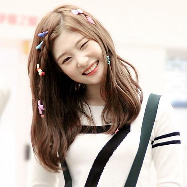 """""""Nữ thần thế hệ mới Kpop"""" Chae Yeon (DIA) tiết lộ trên chương trìnhHappy Togetherrằng có rất nhiều sao nam muốn làm quen với cô, trong đó có cả đàn anh mà cô hâm mộ."""
