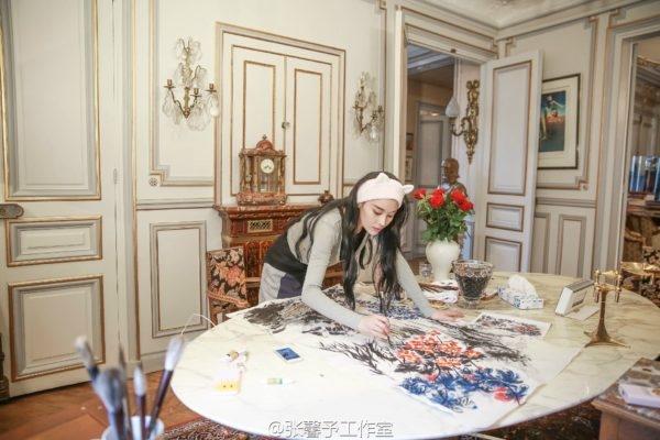 Trương Hinh Dư chia sẻhình ảnh khi đang vẽ tranh ởPháp lên mạng xã hội và nhận được nhiều lời khen.