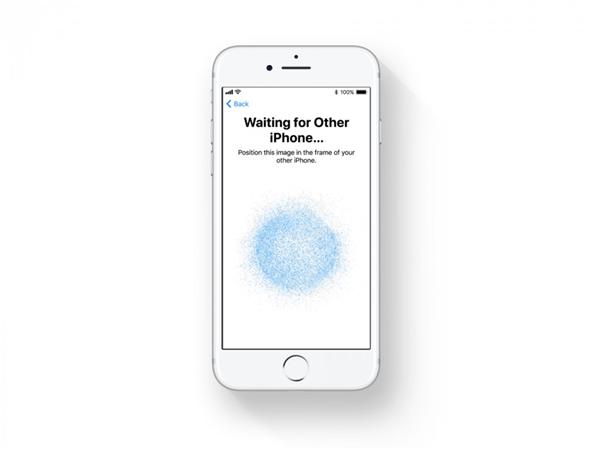 Thông báo được đơn giản hoá: Trên iOS 11, tất cả các thông báo bao gồm cả những thông báo gần đây và bỏ lỡ, đều được đặt cùng một nơi, không có các tab riêng biệt. Người dùng chỉ cần kéo xuống từ đầu màn hình để xem tất cả mọi thứ cùng một lúc.   Tính năng miễn làm phiền: Mất tập trung khi đang lái xe là một vấn đề thực sự. Do đó, Apple đã bổ sung thêm tính năng thông minh, tc là khi iPhone được đặt trong xe hơi, thiết bị sẽ tự động ẩn các thông báo tin nhắn, cuộc gọi và các ứng dụng khác để người dùng toàn tâm toàn ý lái xe. Thậm chí tính năng này còn thông báo cho người gọi biết bạn đang lái xe và sẽ sớm liên lạc lại.  Apple Maps cải thiện:Apple đang cập nhật thêm bản đồ trong nhà cho hàng trăm sân bay và trung tâm mua sắm trên toàn thế giới, giúp người dùng dễ dàng tìm đường tại các trung tâm mua sắm địa phương.  Thiết lập iPhone hay iPad dễ hơn: Nếu người dùng mua iPhone hoặc iPad mới, có thể giữ máy gần với thiết bị iOS cũ để chuyển tất cả các thiết lập, sở thích và mật khẩu iCloud Keychain. Điều này sẽ giúp người sử dụng giảm thiểu thời gian cài đặt lại thiết bị mới.