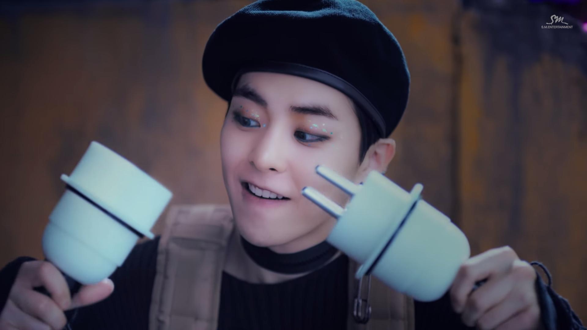 Hoá thân thành siêu anh hùng cực bảnh EXO vẫn không thể bứt phá trên BXH âm nhạc
