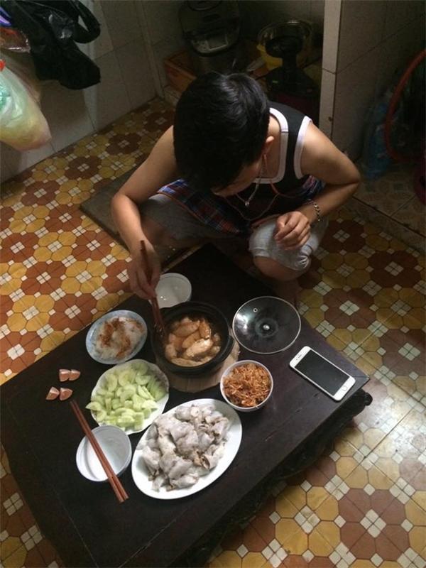 Người chồng của năm: Vợ thèm ăn món gì là chồng lên mạng học nấu ngay lập tức