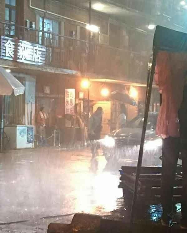 Lâm Tâm Như quay phim dưới trời mưa khi đang mang bầu.