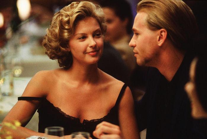 Ngoài Angelina, hơn 20 ngôi sao nổi tiếng tố đã từng bị lạm dụng tình dục bởi