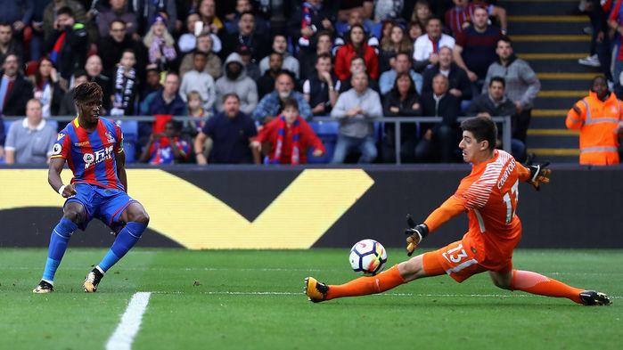 Màn trình diễn tuyệt vời của Zaha là chìa khóa trực tiếp dẫn đến chiến thắng của Crystal Palace trước nhà ĐKVĐ Chelsea. Theo thống kê, cựu tiền đạo MU có đến 8 pha qua người thành công ở Selhurst Park cuối tuần qua, chỉ sau Mohamed Salah của Liverpool, đồng thời anh còn đóng góp 1 bàn thắng khá đẹp mắt vào lưới Thibaut Courtois.