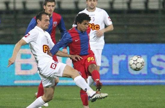 TOP 10 cầu thủ lùn nhất thế giới, quá bất ngờ với tài năng trẻ của Việt Nam