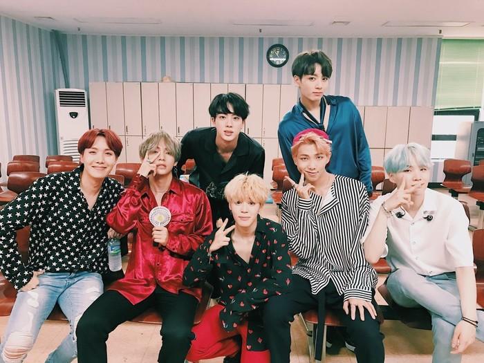 BTS chính thức là nghệ sĩ Kpop duy nhất có đến 3 ca khúc góp mặt trong BXH của Youtube lần này, với các thứ hạng cao chót vót. Sau một năm 2017 thành công vang rộicùng với siêu phẩm hot nhất nhì củanhóm mang tên DNA, BTSđã đạt được vị trí á quân trong danh sách mới nhất này.