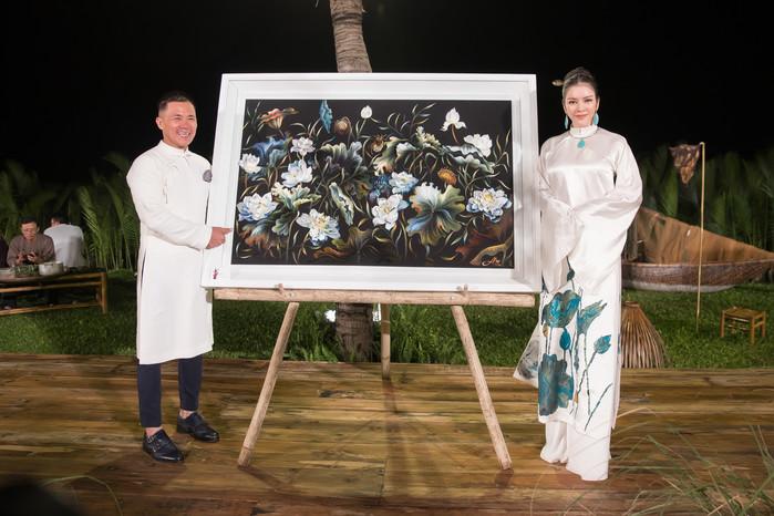 ...và sau đó lại bỏ tiếp 350 triệu đồng để mua 1 bức tranh thiên nhiên đặc biệt.