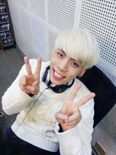 Nụ cười rạng rỡ của Jonghyun khi được chia sẻ những câu chuyện vui buồn cùng người hâm mộ.