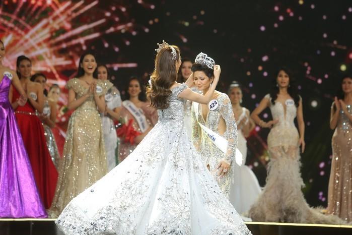 Lộ nhan sắc thật của tân Hoa hậu Hoàn vũ Việt Nam H'Hen Niê khi thiếu son phấn