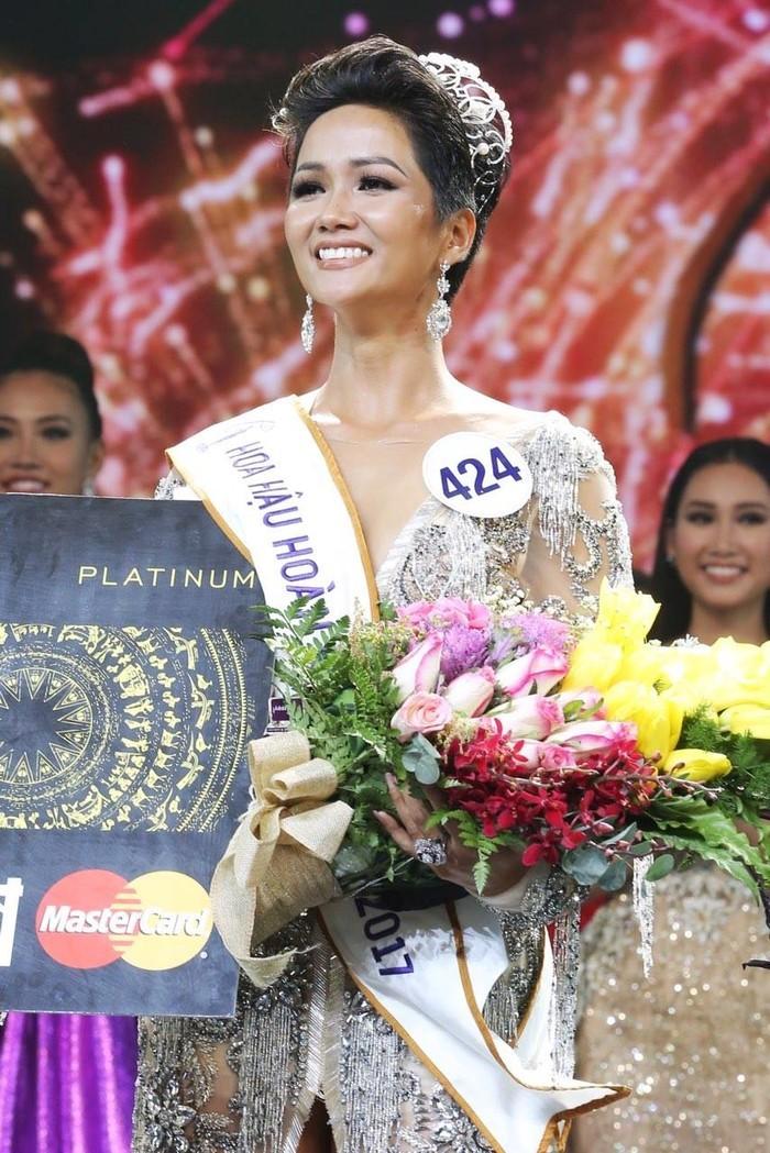 H'Hen Niê chính là tân Hoa hậu Hoàn vũ Việt Nam năm 2017. - Tin sao Viet - Tin tuc sao Viet - Scandal sao Viet - Tin tuc cua Sao - Tin cua Sao