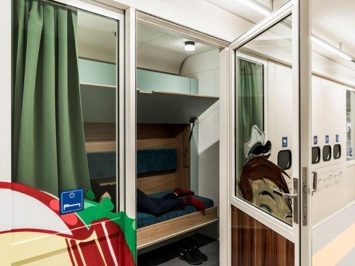 Có hẳn một phòng ngủ êm ái dành cho nhân viên nghỉ ngơi hoặc ngủ trưa.