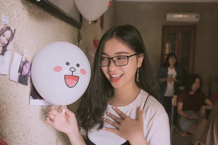 Nhan sắc bạn gái xinh như hot girl của cầu thủ Quang Hải U23 Việt Nam