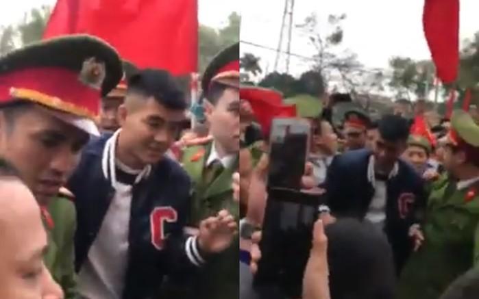 Đức Chinh trở về trong sự chào đón của người dân (ảnh chụp màn hình)