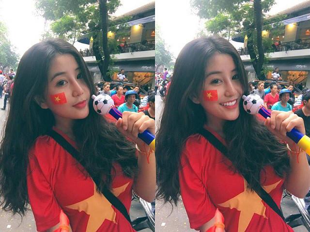 Bức ảnh Ngọc Trân mặc áo cờ đỏ sao vàng cổ vũ cho đội tuyển U23 Việt Nam nhận được sự quan tâm của hơn 16.000 người, cùng hàng nghìn bình luận khen ngợi vẻ đẹp rạng ngời của cô bạn.