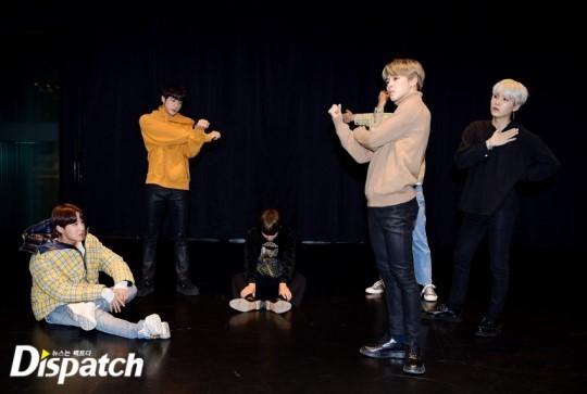 Hình ảnh BTS tại phòng tập vũ đạo cho ca khúc mới.
