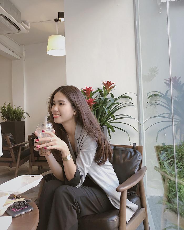 Lộ diện 4 quán cà phê mới toanh với tường trắng - cây xanh, thả ga