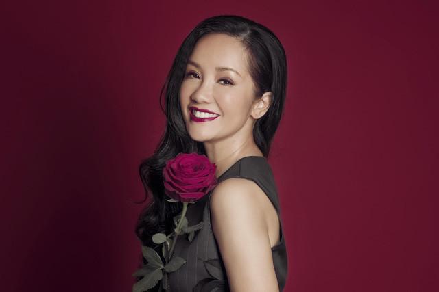 Vẻ đẹp không tuổi đáng ghen tỵ của Diva Hồng Nhung.