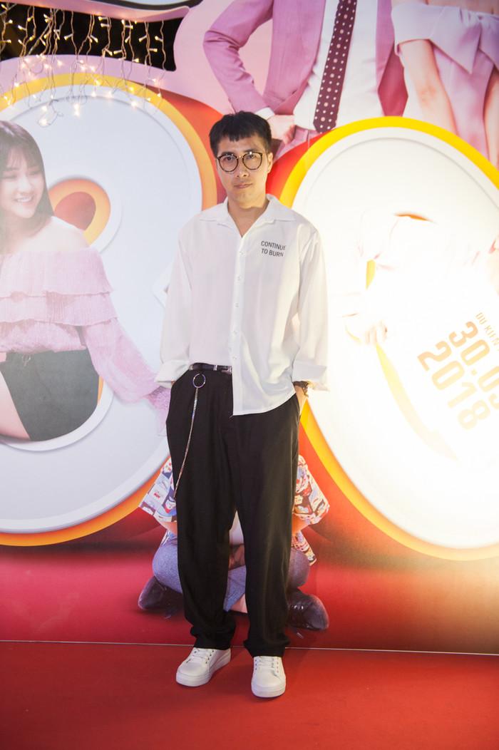 Nhà sản xuất âm nhạc OnlyC đến cổ vũ học trò Lou Hoàng.