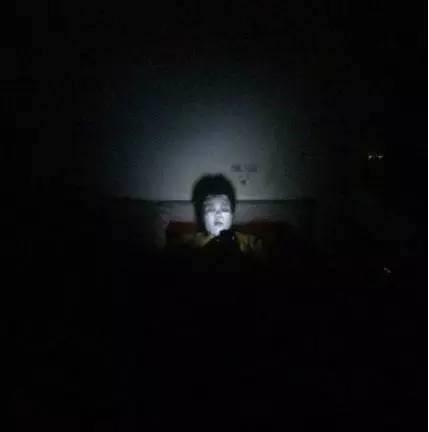 Nếu ai nói con gái mặt mộc đáng sợ vậy là do chưa nhìn thấy họ đắp mặt nạ thế nào rồi!