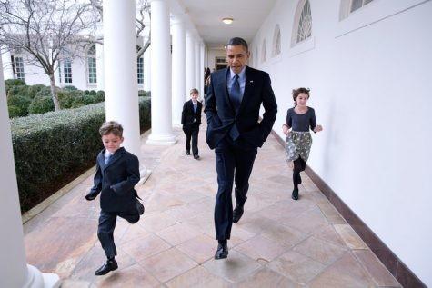 Vào một ngày giá lạnh, Obama tổ chức cuộc thi chạy đua với con của Denis McDonough trên đường tới cuộc họp thông báo rằng Denis sẽ trở thànhTổng Tư Lệnhmới vào ngày 25/1/2013. Photo: Pete Souza