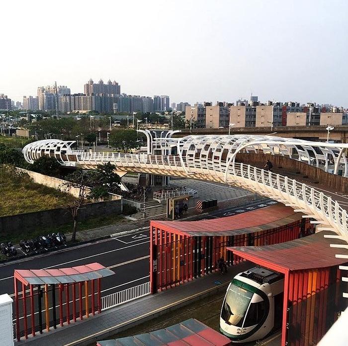 Hệ thống giao thông công cộng thuộchàng đầu thế giới và trải khắp đất nước.