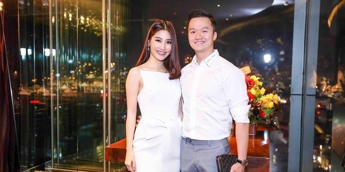 Đầu tháng 5/2017 vừa qua, Diễm My 9x xuất hiện cùng anh chàng này tại một sự kiện ở Đà Nẵng nhưng mọi người chỉ nghỉ là bạn bè. - Tin sao Viet - Tin tuc sao Viet - Scandal sao Viet - Tin tuc cua Sao - Tin cua Sao