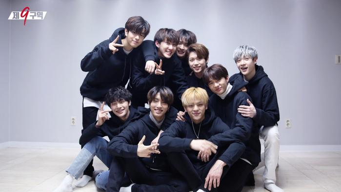 Điều này đã được kiểm chứng với trường hợpStray Kids, khi nhóm thường xuyên đến trụ sở vào đầu năm 2017, đến cuối năm 2017 nhóm có show thực tế và đầu năm 2018 chính thức debut.