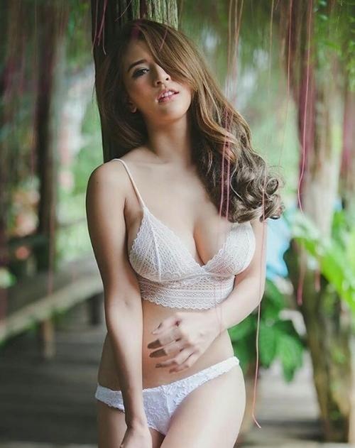 Girl xinh Thái Lan làm cộng đồng chao đảo với Áo nửa gang tay và Bikini
