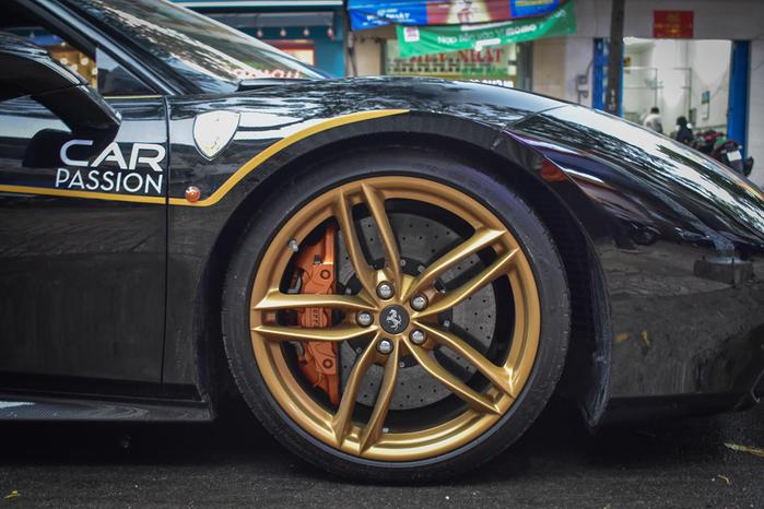 Siêu xe Ferrari 488 GTB giá hơn 14 tỷ độ Novitec trên phố Sài Gòn