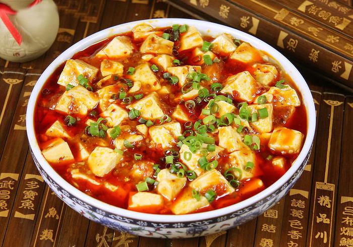Điều tạo nên nét đặc sắc của đậu phụ Tứ Xuyên nằm ở gia vị cay nồng đặc trưng, hấp dẫn cả phần nhìn lẫn phần ăn