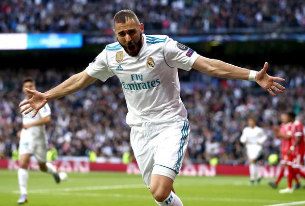 Trái ngược với Lewandowski là hình ảnh toả sáng của Karim Benzema. Cú đúp của anh đã đưaReal Madrid vào chơi trận chung kết thứ 16 trong kỷ nguyên 26 năm qua ởChampions League.
