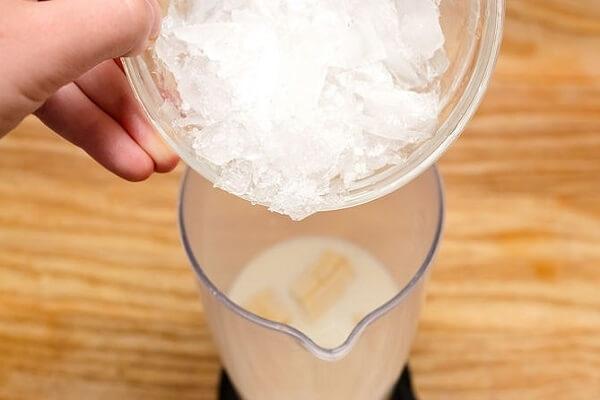 Hạ nhiệt ngay lập tức với món sinh tố kết hợp dừa non với vú sữa thơm ngon, lạ miệng