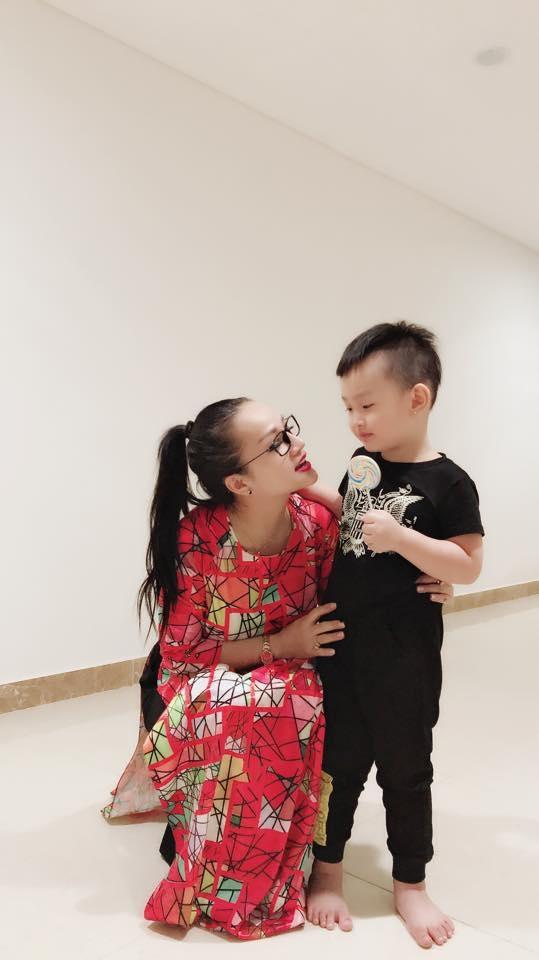 Chị Hương cùng cháu ngoại