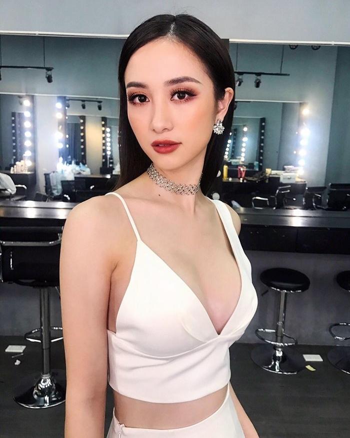"""Những """"gò bồng đảo"""" quyến rũ bậc nhất showbiz Việt là ai?"""