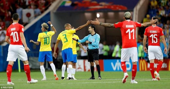 Chơi mờ nhạt trước Thụy Sĩ, Neymar điên tiết đổ lỗi cho trọng tài làm Brazil không thể thắng trận