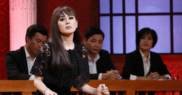 """Lâm Khánh Chi lại khác, cô cho rằng: """"Lấy nhau vì duyên nợ, yêu là phải chấp nhận"""" dù rằng người ấy sa cơ thất thế hay xấu xí đi chăng nữa."""