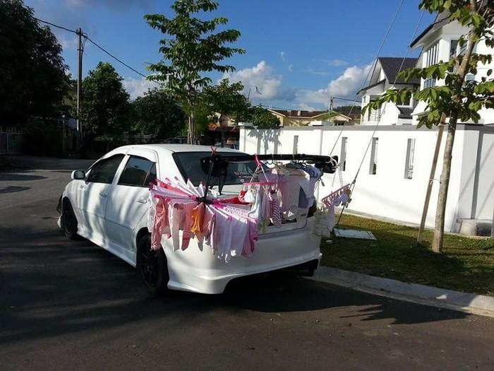 Mua ô tô để làm gì? Không phải để đi chơi đỡ nắng đỡ mưa mà là để treo đồ cho con.