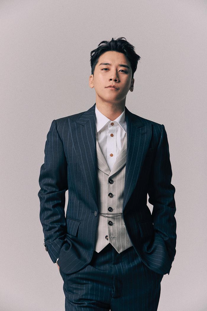 Người tình tin đồn của Sehun (EXO) bị netizen phát giác trên show hát giấu mặt
